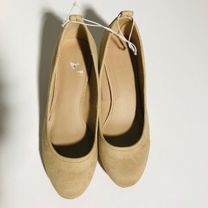Universal Thread nude low blocked heels size 7
